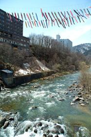 定山渓温泉街(渓流こいのぼり)